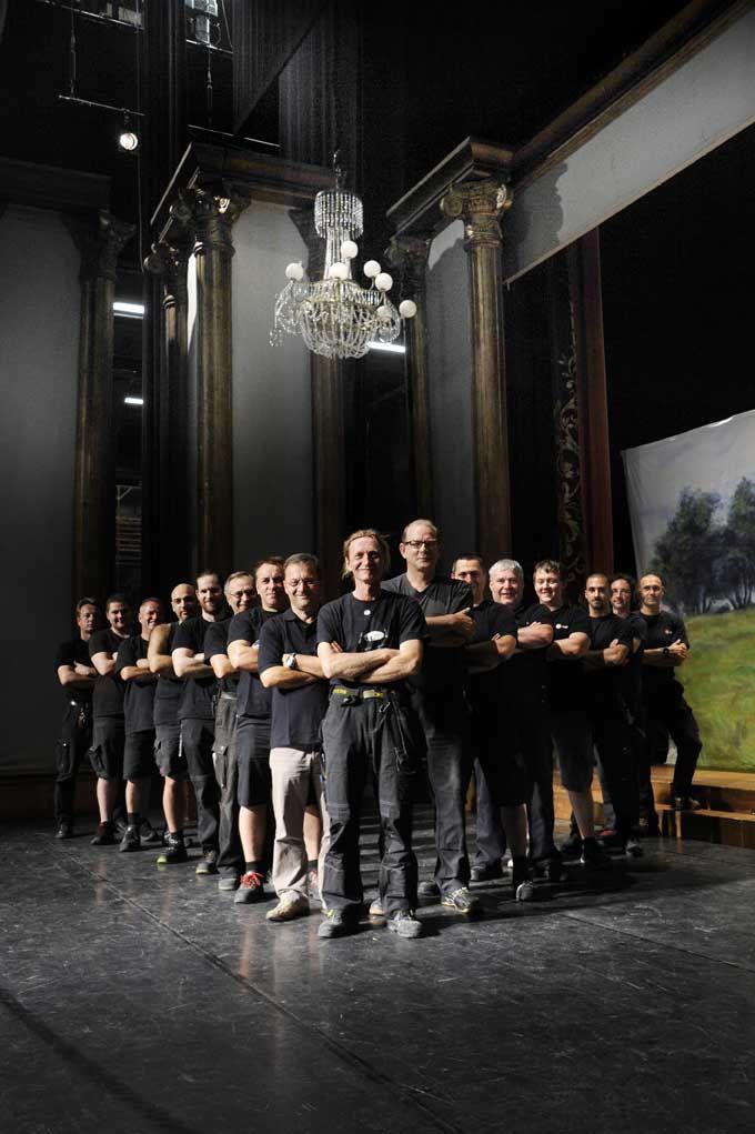 """""""Die starken Männer im Hintergrund"""" - Post Nr. 20 #KBlogparade, Theater Heilbronn.  Sie sorgen für drehende Bühnen, Regen und Sturm, fliegende Schauspieler und bauen die Bühnenkulisse auf. Ohne sie läuft in einem Theater gar nichts. Sie sorgen für Sicherheit und Vertrauen.  Post vom 20.02.2013"""