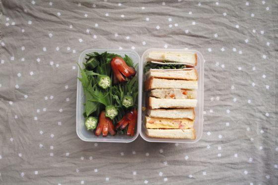 ・サンドイッチ(ハム、たまご焼き、ポテトサラダ) ・たこさんウインナー ・サラダ