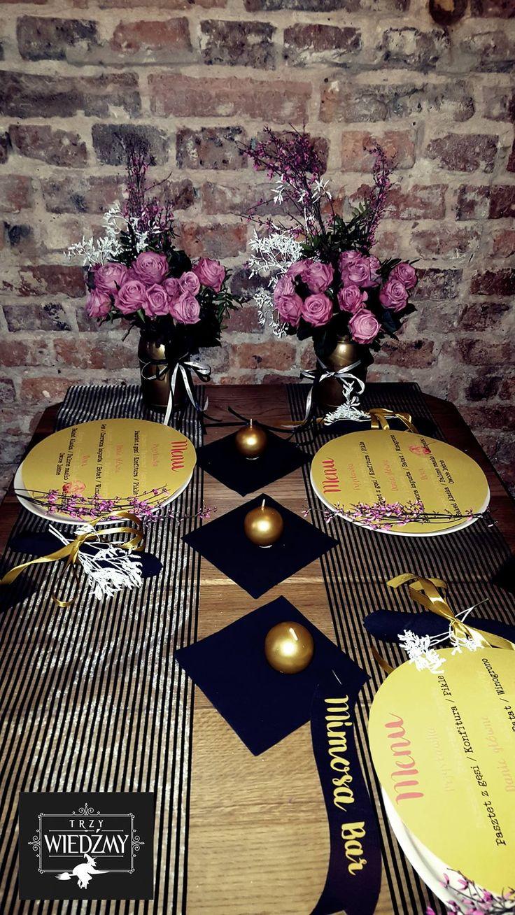 Kobiecy lunch, po poszukiwaniu sukienki ślubnej. Panna Młoda i druhny bawiły się w loftowej restauracji, którą udekorowałyśmy różowymi kwiatami w złotych słoikach, dodałyśmy odrobinę biało czarnych pasków i złotych, okrągłych świec - nawiązanie do szampana. / Wedding, say yes to the dress, wedding dress, bridal shower, lunch, bride, briedsmaids, modern, loft, gold, black, white, b&w, mimosa bar, pink, flower, centerpieces, mason jar, paint, candles, menu, lunch, girls, ideas, party…