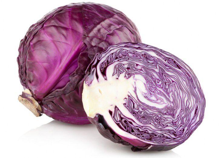Краснокочанная капуста содержит витамина С больше, чем другие виды капусты По сравнению с другими видами капусты, в краснокочанной больше всего содержится витамина С. Затем следует любая капуста зеленого цвета – савойская, брокколи, кольраби и т.д. И лишь на третьем месте – белокочанная. Важно отметить, что любые виды капусты содержат довольно много витамина С.  >Капуста богата пищевыми волокнами Капуста содержит довольно большое количество калия, витаминов А и С. С медицинской точки зрения…