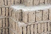 Typical adobe sun-dried bricks at the pre-Inca Lima Culture pyramid at Huaca Pucllana or Huaca Juliana, Miraflores, Lima, Peru - Stock Image - E95YR4
