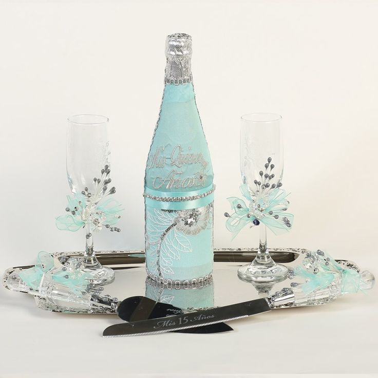There is always the toast to the Quinceanera known as the Brindis. This Quinceanera set will sparkle at your enchanted event. The set includes a decorated bottle of champagne, two glasses, a cake knife and server. The set is light blue with silver sparkli