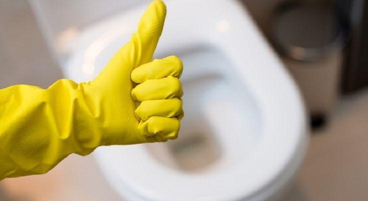 Туалет — это место, где ты чаще всего бываешь в чём мать родила, поэтому эта комната должна оставаться идеально чистой. Но так бывает далеко не всегда. Причиной мочевого камня является большей частью жесткая вода. Особенно сильно отложения образуются, если протекает бачок. А вот причиной ржавчины на