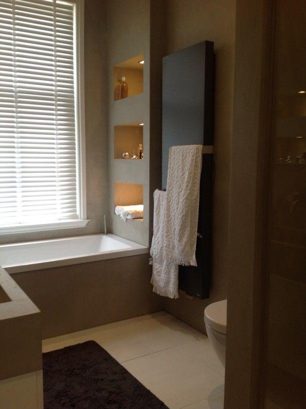 Badkamer | betonlook op de muren en mooie nissen. Kijk voor nissen eens op www.trelsystems.nl