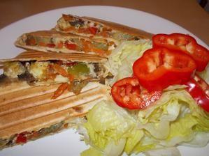 Tortily s grilovanou zeleninou, žapmiony a tofu.
