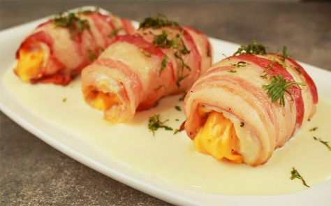 VIDEO|Filetes de pollo envuelto en tocino con salsa blanca