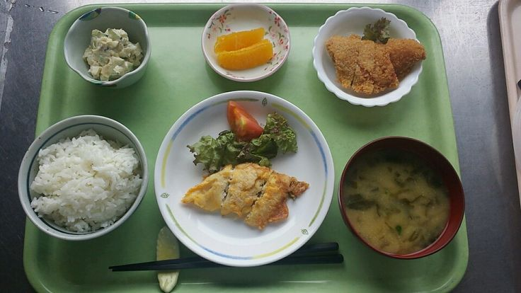 9月2日。白身魚の黄金焼き、かぼちゃハムカツ、ツナとキャベツのサラダ、じゃがいもとワカメの味噌汁、オレンジでした!かぼちゃハムカツが特に美味しかったです!620カロリーです