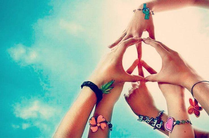 """""""HOY se celebra El Día Internacional de la Paz el cual es un llamado al mundo completo para que reine la tranquilidad en cada uno de nuestros ambientes. La paz mundial es un ideal de libertad paz y felicidad por un mundo sin violencia donde todas las naciones y personas tratan de trabajar juntos y resolver conflictos sin guerra o declaraciones de guerra"""".  Y recuerda que: la paz comienza con una sonrisa!   #peace #day #wednesday #joy #buongiorno #byou #becomplete"""