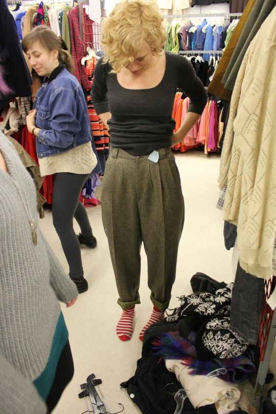 This chick really knows how to Thrift.  Free tips/advice to keep in mind on your next trip to the thrift store!