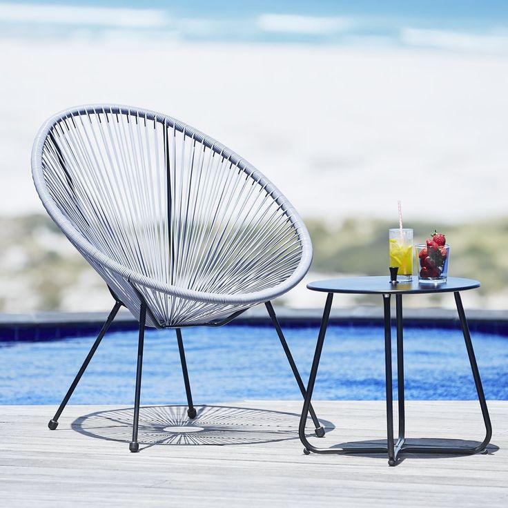 O măsuta de grădină cu design minimalist: masa de colt UHRE din oțel. #mobiliergradina