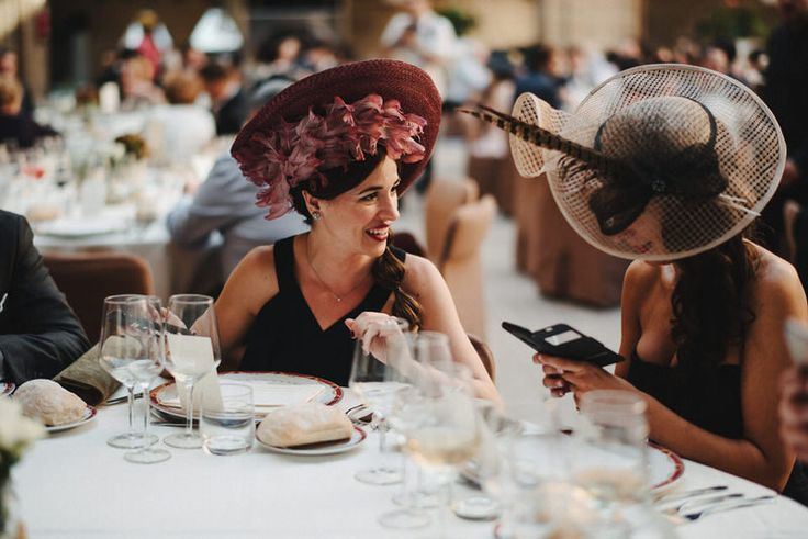These 2 guests wore fascinators that match the wedding color theme pretty well.