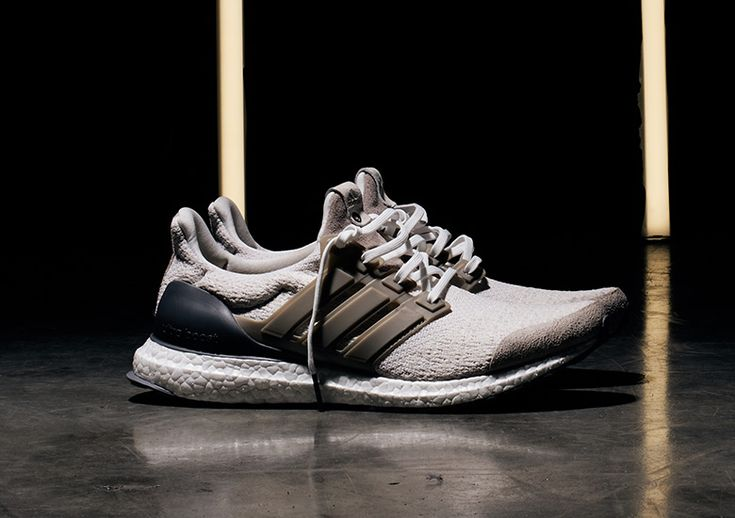 The scrapped sample from Social Status and Sneakersnstuff's adidas Consortium Sneaker Exchange will be arriving at select retailers before its full-scale release. While a global release date for this Ultra Boost Lux selection had already been confirmed, the attractive offering will be arriving at Social Status and SNS tomorrow. Fully equipped with a textile upper and …