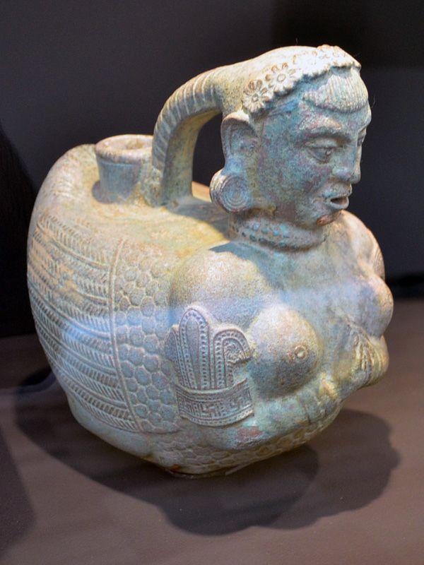 Art Gallery NSW- Apr2014- Afghanistan hidden treasures from the National Museum, Kabul تصاویر اشیای یافت شده از بگرام - ریتون نصف انسان نصف پرنده. سده اول و دوم پ م - اتاق 13