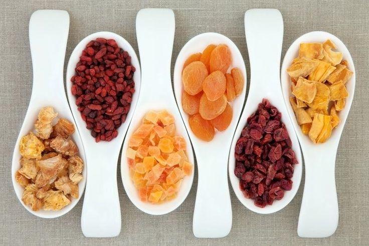 Come preparare della frutta essiccata tramite 3 possibili varianti: tramite essiccatore elettrico, essiccatore solare oppure con il forno di casa.
