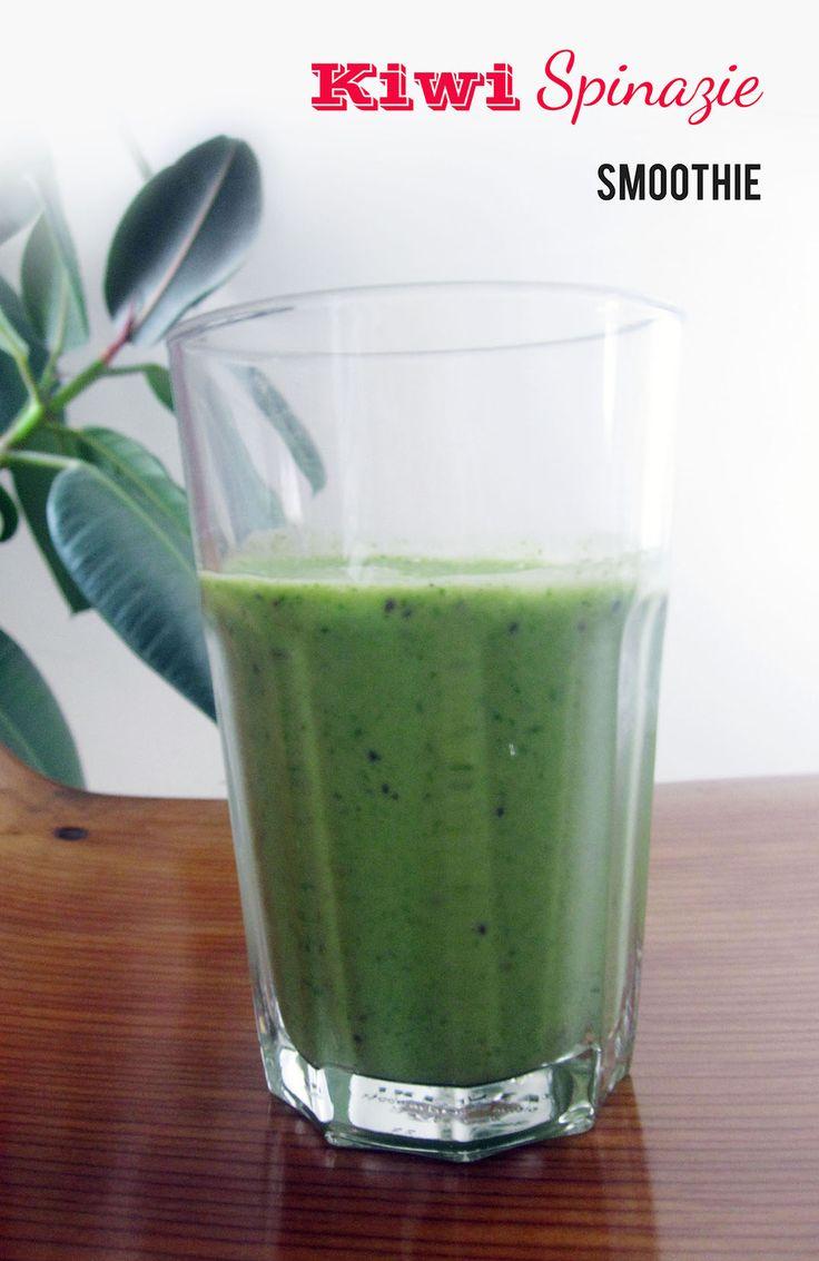 Kiwi spinazie smoothie - Empty the Fridge  Gemaakt met een restje verse spinazie en ideaal voor een gezond ontbijt of misschien om stiekem je kinderen spinazie te doen 'drinken'?