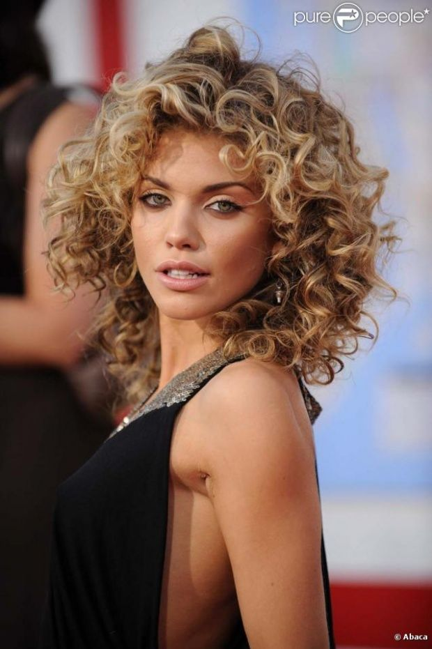 AnnaLynne McCord - love her hair and makeup!