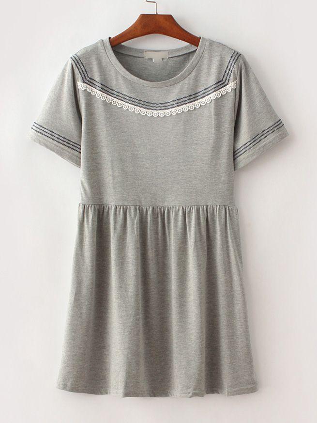 ¡Cómpralo ya!. Grey Stripe Trim Crochet Shift Dress. Grey Casual Cotton Round Neck Short Sleeve Shift Short Striped Fabric has some stretch Summer Tshirt Dresses. , vestidoinformal, casual, informales, informal, day, kleidcasual, vestidoinformal, robeinformelle, vestitoinformale, día. Vestido informal  de mujer color gris de SheIn.
