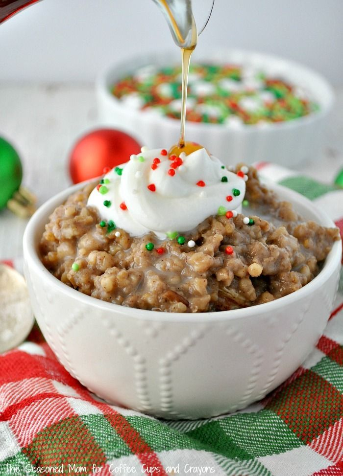 A thick, creamy, and perfectly-spiced hot breakfast could not be easier than this Slow Cooker Gingerbread Oatmeal! Perfect for Christmas brunch or a weekday hot breakfast!: