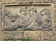 HANNOVER Polizeidirektion Hannover – über dem Eingang ist un Stein gemeißelt, was die Gendarmen so taten.