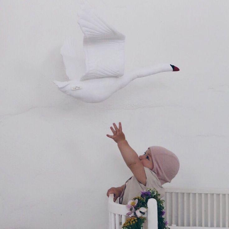 Ellinor and the new Konges Sløjd organic swan-mobile ❤️ Arrive by the end of November. Price 449 DKK ☁️Thank u @mariafranck #kidsroom #børneværelse #copenhagen