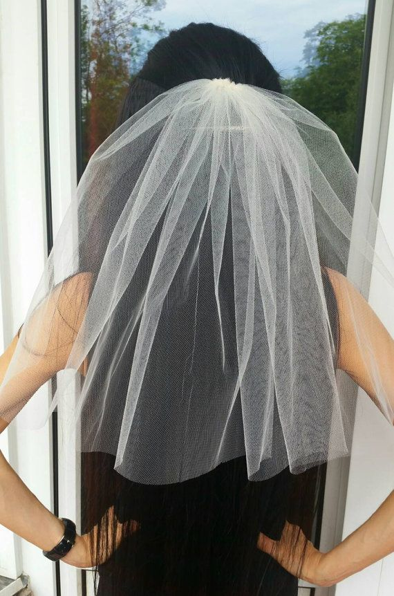 Bachelorette party 1-tier Veil IVORY, short length. Bridal shower veil, bachelorette veil, hen party veil, bride to be veil, idea, gift