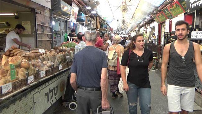 De Jeruzalemse Machane Yehuda markt wordt als de populairste en drukste markt van het land beschouwd. Vlak voor de weekeinden en de feestdagen is het bijzonder vol. De laatste jaren zijn er naast de gebruikelijke marktkramen ook talrijke winkels, restaurants en cafés gekomen.