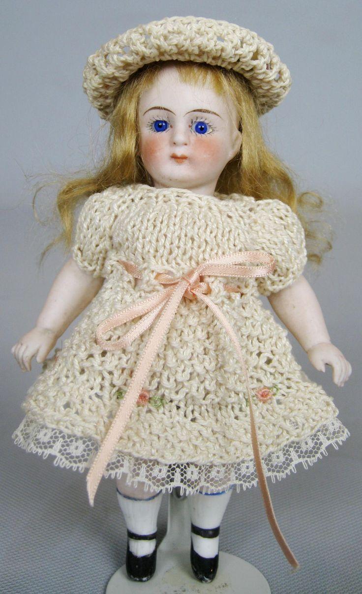 Knitting Patterns For Dollhouse Dolls : 426 best images about Knitted Dolls/Knitting for Dolls on Pinterest