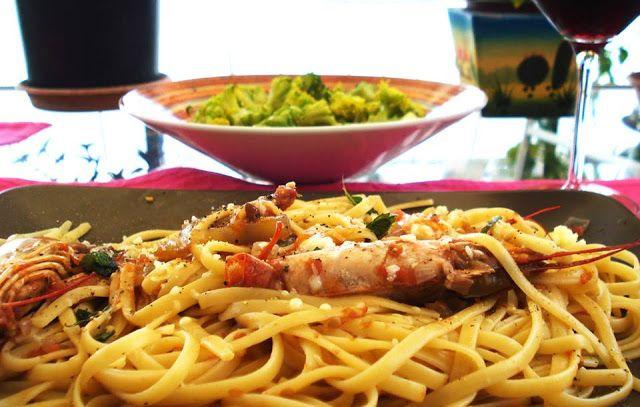 Γαριδομακαρονάδα με λινγκουίνι και σάλτσα φρέσκιας ντομάτας, όλα τα μυστικά για την απόλυτη γεύση!     Υλικά για 4 άτομα: 700gr φρέσκες ...