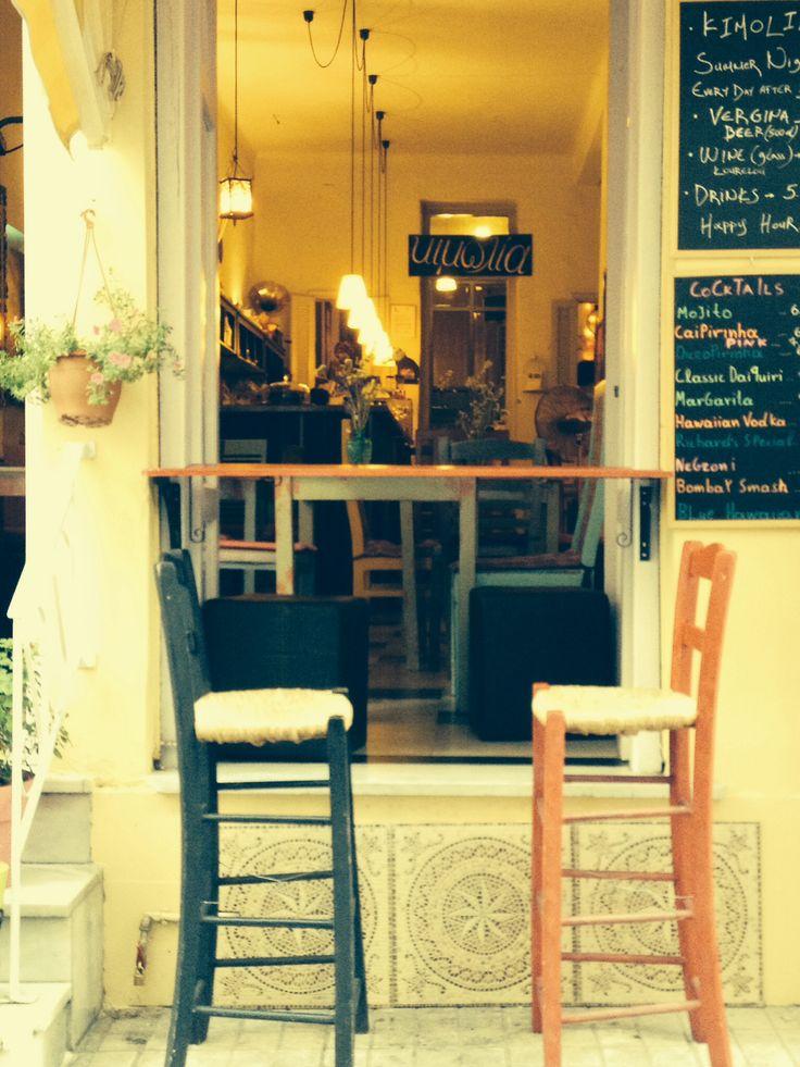 Κιμωλία - Kimolia Art cafe - le Cafe de la Craie   A Plaka au coeur d Athenes  C est art c est cool et .... C est beau Athenes et ses jolis coins ... En juillet 2014