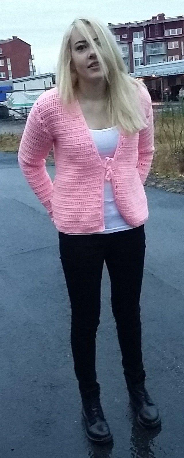 pink crochet sweater virkad rosa kofta med knytning odd molly inspirerad sweater
