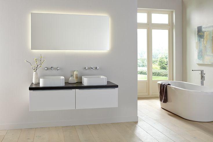Wit badkamermeubel Exclusive XL met LED verlichting rondom de spiegel via Primabad