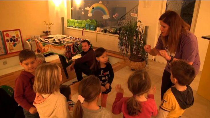 www.helendoron.ch Helen Doron English Kurs für 2-5 jährige Kinder in der Schweiz (Fun with Flupe). Helen Doron English ist eine einzigartige, wissenschaftlich anerkannte Methode, mit der Babys, Kinder und Jugendliche leicht und natürlich Englisch lernen. In der ganzen Schweiz werden Helen Doron Kurse von zertifizierten Helen Doron LehrerInnen für Kinder von 3 Monate bis 18 Jahre angeboten.