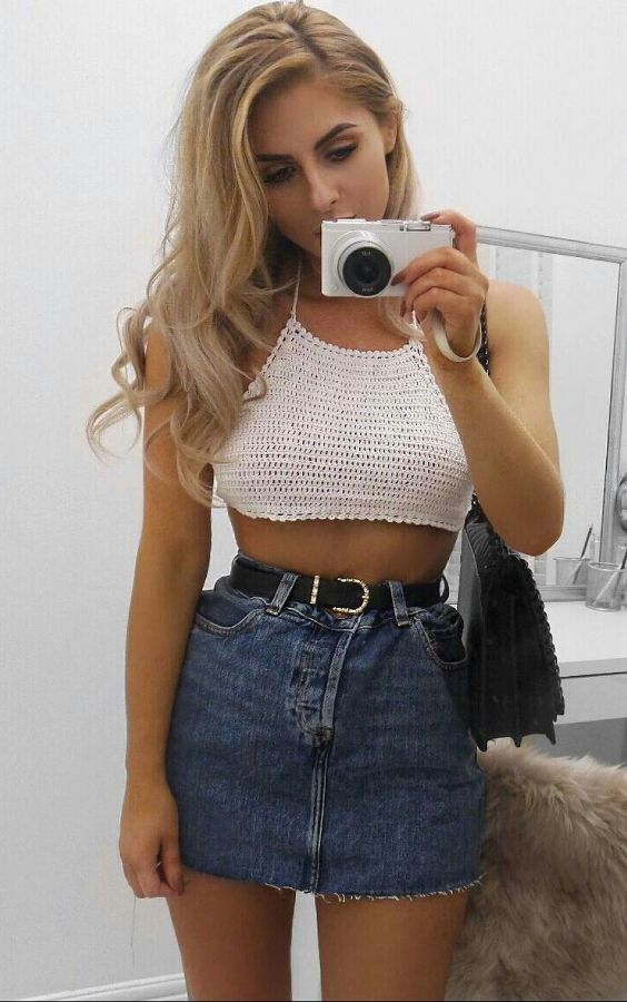 Guita Moda: Musa do estilo: Lydia RoseTop cropped de crochê, saia jeans desfiada, cinto preto