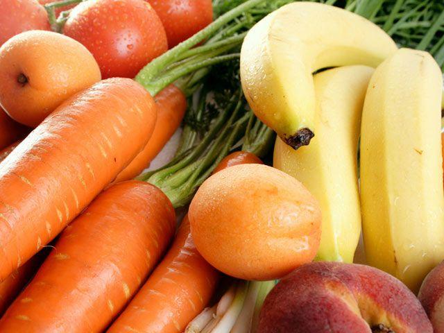 Las frutas y los vegetales contienen carbohidratos, como el azúcar y los almidones; Lípidos, como las grasas y aceites; y proteínas. Además... arcoiris de comida