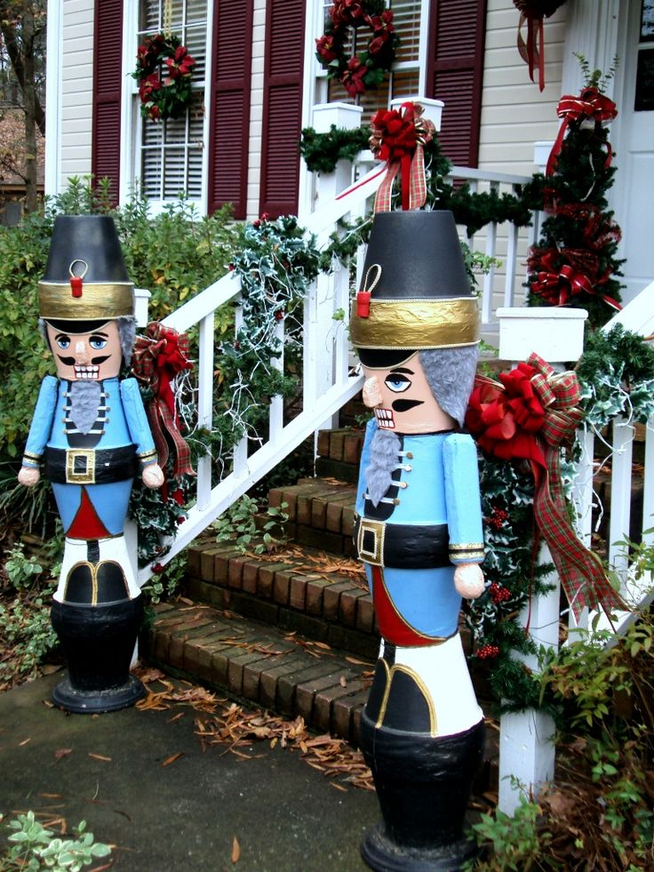 Garden clay pot Christmas soldiers - garden clay pots stacked and painted glued and painted to transform them into CHRISTmas toy soldiers.