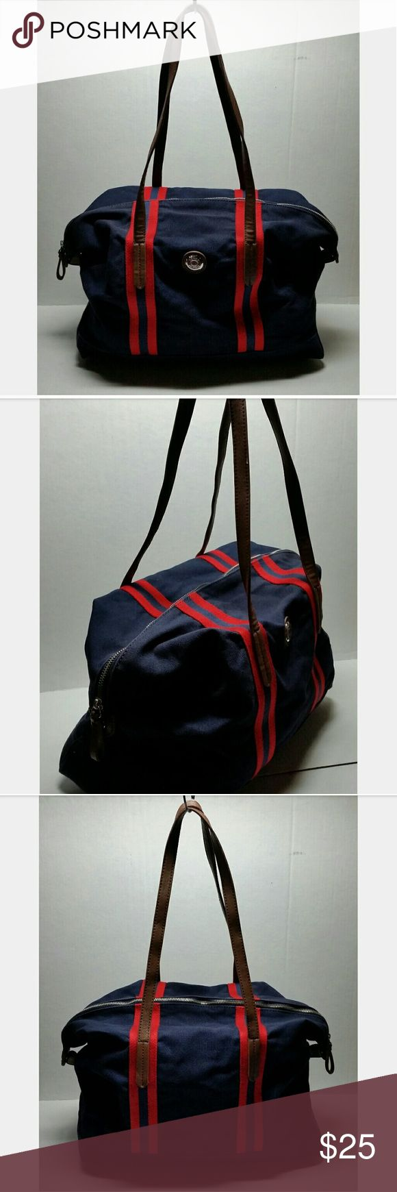 Tommy Hilfiger Duffle Bag 100 % Authentic  Item has been used / Normal Wear  Comes as seen in pictures   * Serious Buyers Only   * * CHECK OUT ALL THE OTHER ITEMS I HAVE FOR SALE Tommy Hilfiger Bags