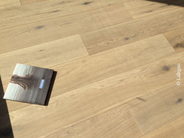 De PINOTGRIS van Lalegno is een meerlaagse parketvloer die zeer geschikt is voor gebruik met vloerverwarming. Meer info: www.lalegno.be.