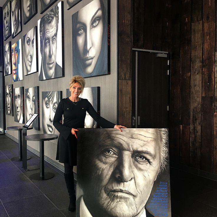 Vandaag fotoshoot gehad samen met Rutger voor de cover van een magazine. Nu weer terug aan de muur bij van der Valk Hoorn.#schilderij #portret #portrait #portretopdracht #olieverfportret #olieverfschilderij #portraitpainting #oilpainting #kunst #art #pastelart #portraitart #famouspeople #actor #actress# #drawing #painting #faces #closeup #portretten