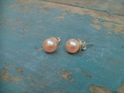 For the pink lady in your life. Genuine Pink Pearl Stud Earrings by #slashpiledesigns #giftguide ($35 CAD)