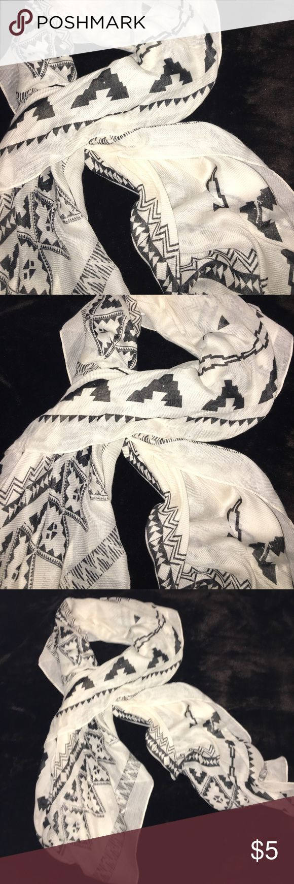 Forever 21 Aztec scarf Pretty Aztec designs. Never worn. Cute paired with any outfit in all seasons. Forever 21 Accessories Scarves & Wraps