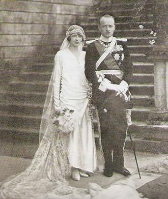 Princesse Mafalda de Savoie (1902-1944) et Philip de Hessen-Cassel (1896-1981) le 23 septembre 1925.  La princesse Mafalda est morte dans le camp de Buchenwald