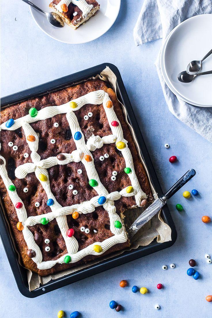 """Recipe for Danish """"Brunsviger""""   Opskrift på nem, svampet og snasket brunsviger"""