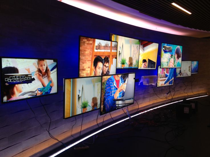 asymmetrical videowall for Samsung brand's showroom by Random Interactive