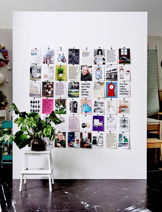 Fotografía de una pared forrada de páginas sacadas de un libro