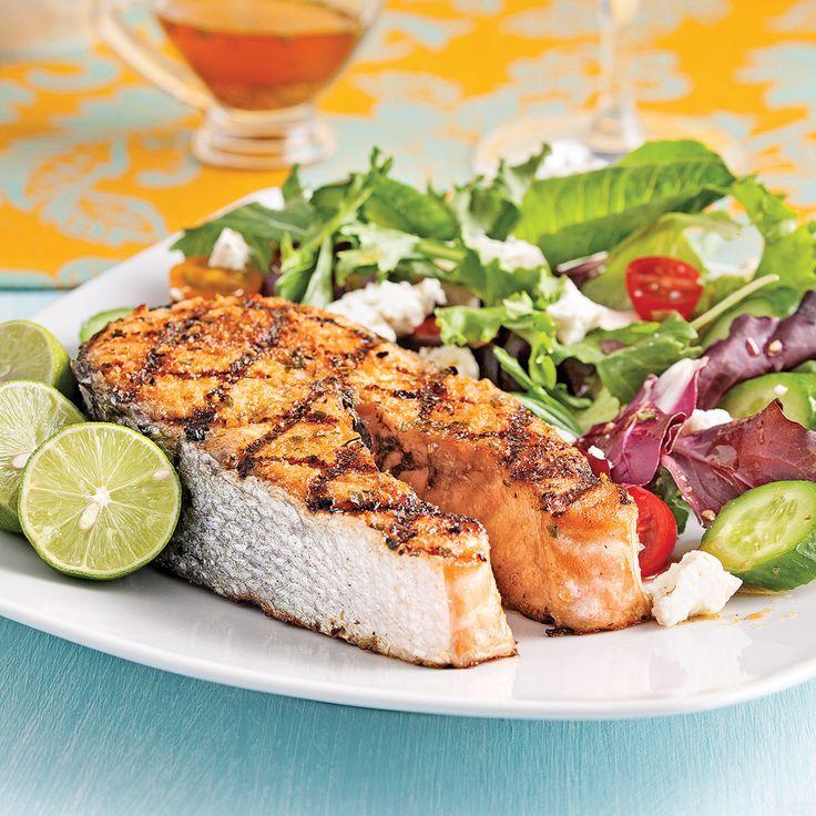 Les inconditionnels des oméga-3 raffoleront de ce saumon qui fait si bon ménage avec la feta.