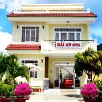 Hai An Hotel is 200 metre distance form An Hai Beach. It offer clean and comfortable rooms with air conditioning and free Wi-Fi access.