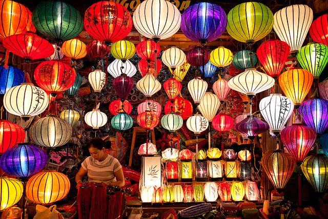 ベトナム中部クアンナム省 ホイアンランタン祭り