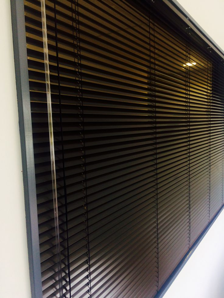 Aluminium Venetian Blind 25mm colour Umber