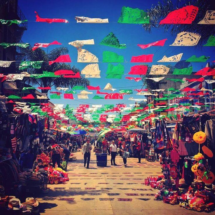 Plaza Santa Cecilia, donde la tradición se encuentra hasta el último rincón. Disfruta antojitos mexicanos, recorre los puestos de artesanías y baila al son de la banda y el mariachi en este colorido lugar. #Tijuana, una experiencia interminable!  Aventura por lino.aquilina