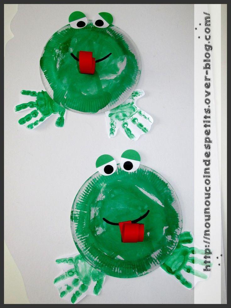 - aujourd'hui nous avons réalisé une grenouille ( 17 et 19 mois ) - peinture verte sur assiette en carton pour le corps et empreinte des mains pour les pattes - deux grands rond blanc pour les yeux découpé à la perfo grand modèle , deux demi rond vert...